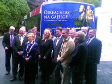Bus an Oireachtais ag fógairt na féile